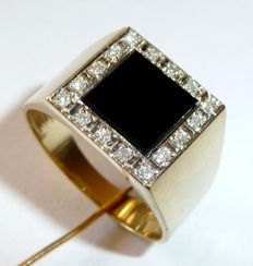 14kt / 585 yellow gold men's vintage ring with onyx and 16 diamonds 0.32ct. Ring size 66-67