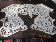 Beautiful drapery trim of bobbin lace from Bruges, completely handmade.