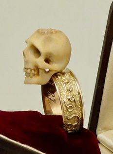 """Immaculate antique 18kt gold """"momento mori"""" bone skull ring with garnet eyes"""