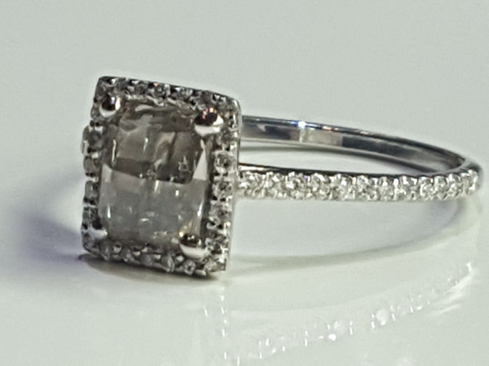 Ring in 18 kt gold, with natural brilliant-cut diamonds and central rosette cut central diamond of 0.75 ct - Size 13