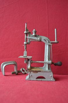 Smith & Egge automatic 1901 Sewing machine
