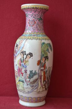 A Chinese famille rose porcelain vase - China - second half 20th century