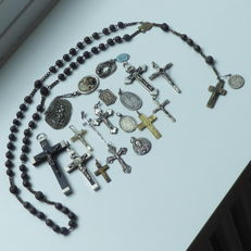 A lot with 21 pieces of antique Rosary crosses and devotional pendants.