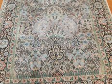 Magnificent Kashmir silk carpet, 150 x 95 cm.