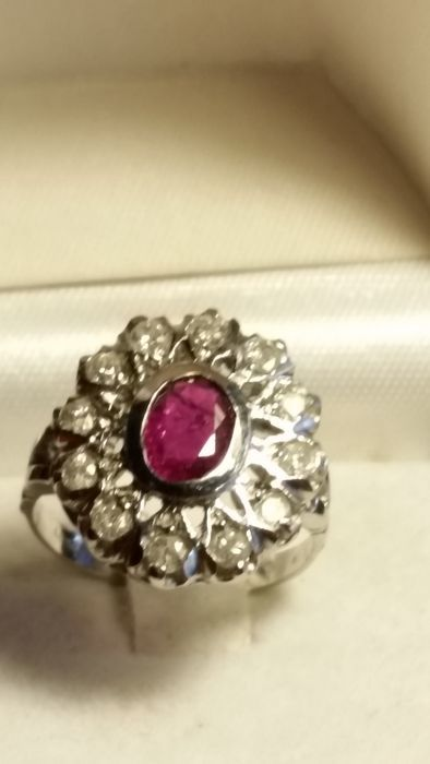 Stunning white gold ring set with diamonds and a large 2 ct ruby