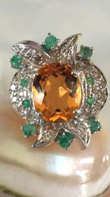 Ring with 0.34 ct of diamonds, emeralds, and citrine, 18 kt gold - size 16/17