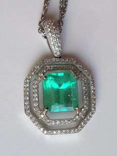 Diamond pendant with a 5.25 ct natural columbian cut green emerald and diamonds total 1.1 ct