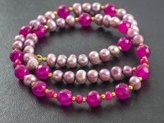 Lavender Pearl and Fuchsia Jade necklace with Rubies, 48 cm length, 18 kt gold clasp