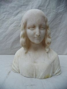 G. Bessi (1857 - 1922) Alabaster statue of a young woman - Italy.