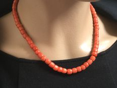 Beautiful Necklace, Genuine, 100% Natural Red Corals. 30 grams. Beautiful quality.    Antique, gold pipe clasp