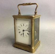 Antique carriage clock with striking mechanism - slightly larger model - England - Period 1880