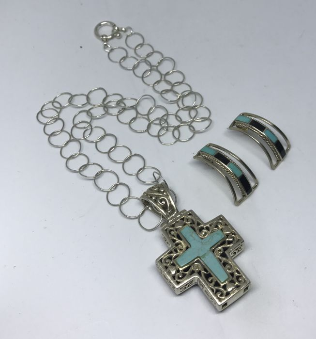 'SE 925' Sterling Silver 925 Turquoise & Black Onyx Chain With Reversible Cross Pendant.