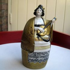 Porcelain lid 'Spanish lady with guitar'