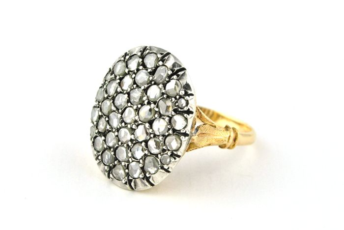 Antique Intricately made Ring with 37 Rose cut Diamonds (tot. +/-1.50CT ) set on 18k Yellow Gold & Silver fastenings