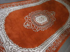 A beautiful floral hand made rug, India 300x190 cm