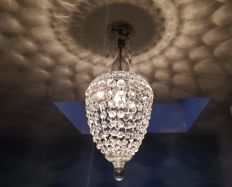 Crystal bag chandelier from the late 20th century.