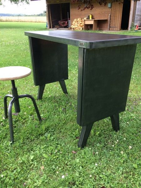 Strafor - small desk and stool