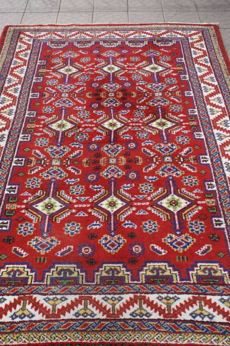 Beautiful & Original Persian Iran rug, hand-knotted 265 x 170 cm, around 1995