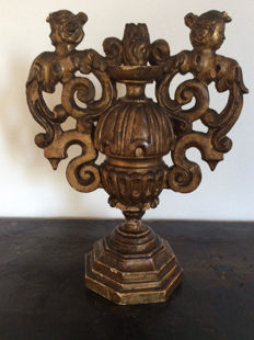 Flambeau (candle holder) in carved gilt wood - Central Italy - 16th-17th century