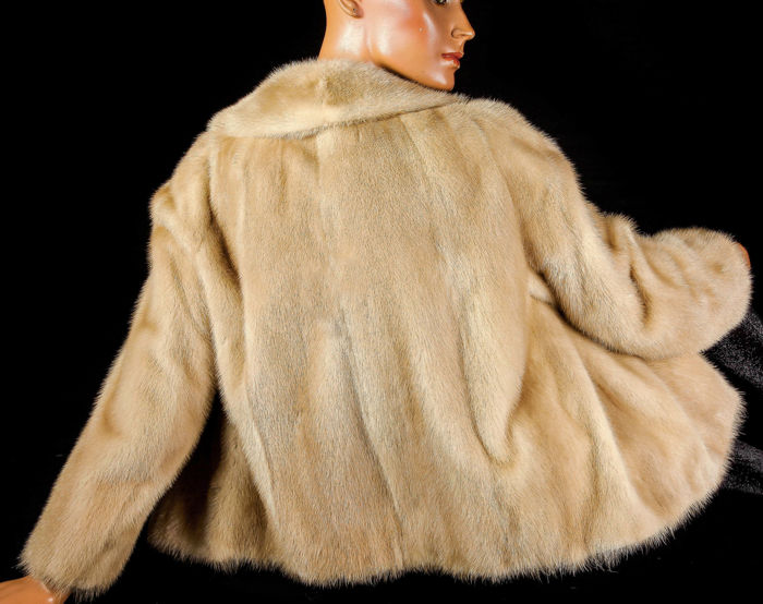 Light cream beige mink coat bridal coat soft and velvety mink fur