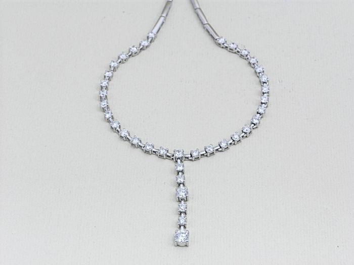 Choker in 18 kt (750/1000) white gold, new and never worn, semi-rigid model with pendant with diamonds totalling  2.48 ct.