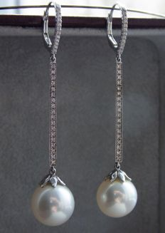 Golden drop earrings with 11 mm South Sea Pearls and Diamonds