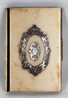 Dance card or appointment booklet in ivory with a silver shield - France - ca. 1870