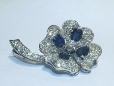 Brooch/pendant, 18 kt gold with diamonds and sapphires totalling 4.50 ct