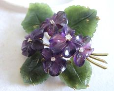 Brooch of violets with amethyst, jade and brilliant made of 585 gold
