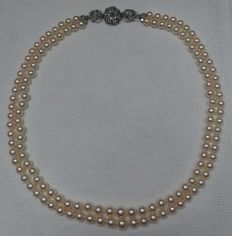 Akoya cultivated pearl necklace