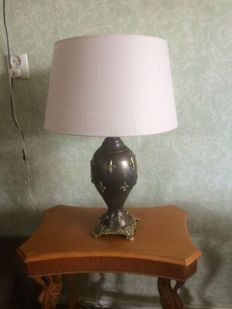 Large stylish bronze table lamp with Fleur de Lis motif