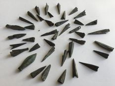 40 old Celtic/Scythian tri-lobed socketed arrowheads - 12-35 mm (40)