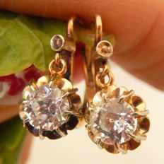 Trembler sleeper earrings with beautiful white sapphires in yellow gold/ platinum