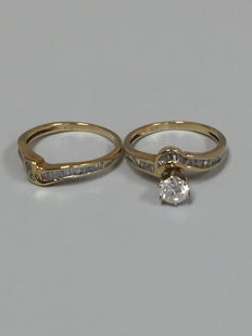 One ladies 14k (stamped) yellow gold mordern style engagement ring set with 1 (one) approx.
