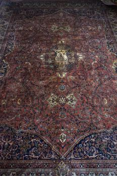 Indian Hand-knotted carpet, Agra? or Amritsar? with signature.