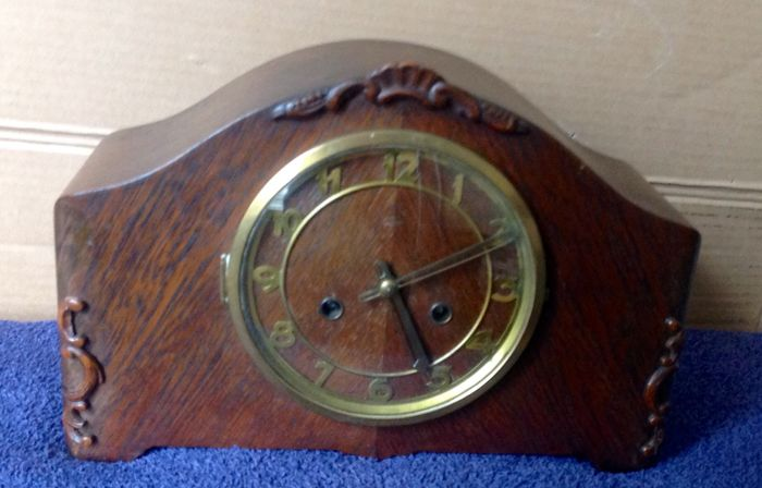 Oak mantel clock – circa 1920–1930