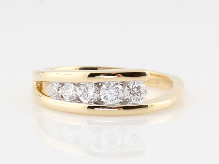 14 kt yellow gold diamond ring, 0.50 ct in total / 5 round brilliant cut diamonds / G-H VS1-VS2 / weight 4.20 g / ring size 66