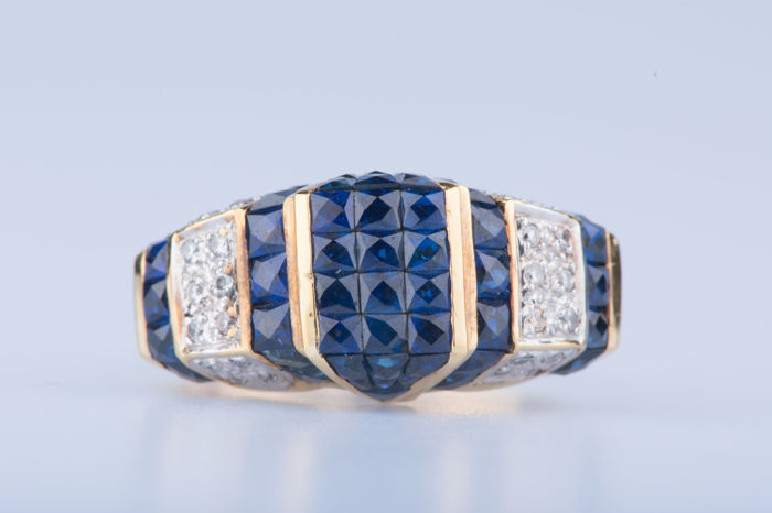 Ring in 18 kt yellow gold with 50 sapphires and 28 diamonds approx. 0.28 ct