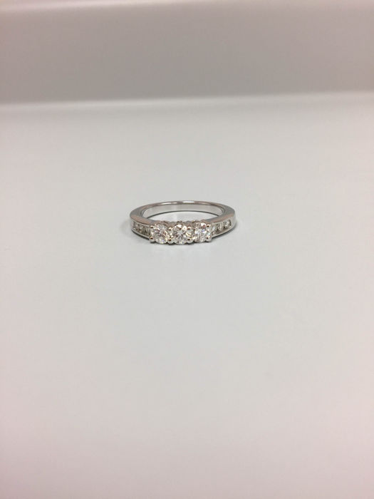 Lady 'diamonds ring with diamonds 0.75 Ct, Size 6.50