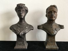 Couple of patinated bronze-coloured figurines, King Roi Albert I with Reine Elisabeth.