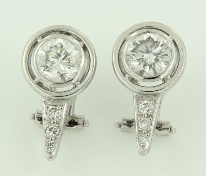 18 kt white gold clip-on earrings, set with brilliant cut diamonds, approx. 2.16 carat in total, H/Top Wesselton I1/SI, size 1.9 x 1.0 cm