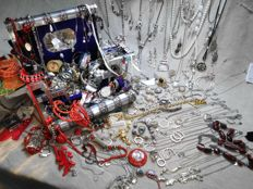 Large collection of mixed jewelry 170  pieces.