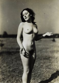 Gerhard Riebicke - Young woman naked in graceful pose