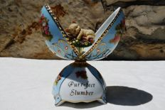 "Ardleigh Elliott - ""JPur-Feet Slumber"" Collection - Porcelain Music Box - Rhinestones and gilded  - 17 cm / 315 g."