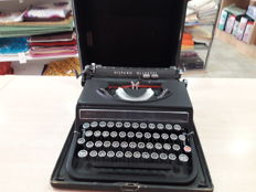 Hispano-Olivetti Studio 46 typewriter - c. 1940