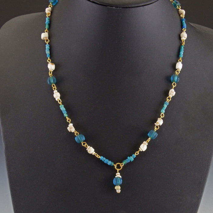 Romerska antiken Glas Necklace with turquoise melon glass, shell beads - 53 cm - (1)