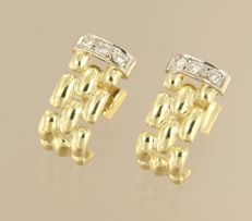14 kt bicolour gold ear studs set with 6 brilliant cut diamonds in total approx. 0.10 carat size 1.6 cm x 8.3 mm wide