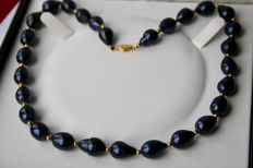 Around 1970, Stunning pearl necklace, baroque, drop-shaped cultured pearls, not uniform with natural signs of growth, approximately  Ø 10mm and length approx. 15 mm with gold clasp.