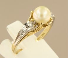 18 kt bi-colour gold ring set with cultivated freshwater pearl and single cut diamond, ring size: 17.25 (54)