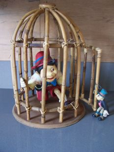 Original figure of Pinocchio in a bamboo cage with Jiminy Cricket - In very good condition